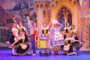 Snow White 2016 Channel Theatre Buxton Opera House Images by Lukeandinta